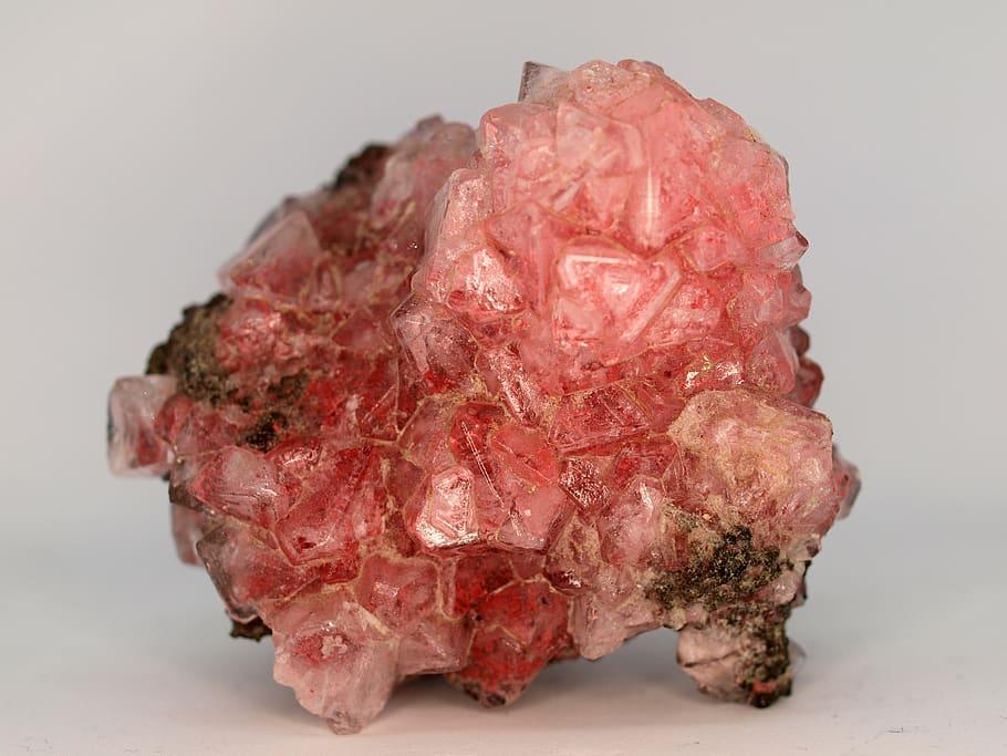 rose quartz. properties of rose quartz